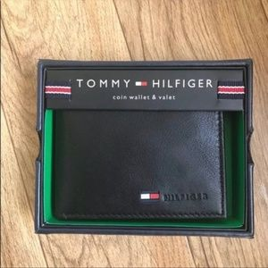 New Tommy Hilfiger Men's Black Leather Coin Wallet